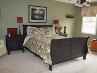 Queen Broyhill Fontana Collection Bed With Heaboard