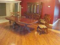 Beautiful Broyhill Formal Dining Room Set Including 6