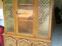 BROYHILL ILLUMINATING CHINA CABINET-HAS GLASS
