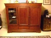 FOR SALE IS A BROYHILL ENTERTAINMENT CENTER IN VERY
