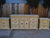 Broyhill Bedroom Set  Gorgeous 5 piece bedroom set