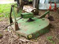 John Deer Bush Hog model 205 Gyramor 5 ft. Older, fair