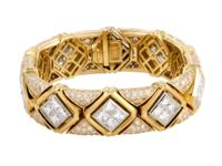 This extravagant piece by Bvlgari is beautifully made