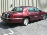 MOVING! $3000/ or Best Offer 2001 Lincoln Town Car