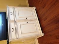 Cabinet for sale, in great condition. Solid wood with