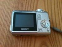 Sony Cyber-shot DSC-S650 Camera, Silver, 7.2 megapixel,