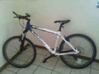 Large size Cannondale F6. blue and white. . Has short
