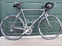 Cannondale R2000, 58 cm. 9 speed drive train. Ultegra