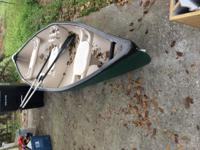 14ft Rogue River canoe 2 oars middle has storage and