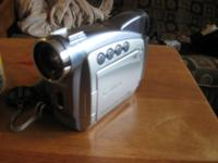 Canon camcorder zr80, comes with manual, charger &
