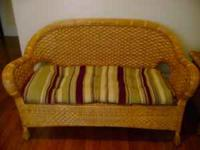 Beautiful wicker seating set. Indoor use. Cushions