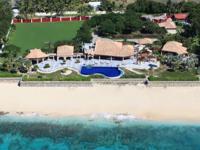 Casa de la Playa is located on over 400 feet of