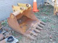 "LIKE NEW 36"" BACKHOE BUCKET FITS 416 - C CATERPILLAR."