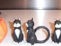 Cat Halloween salt and pepper set. Cat sits on