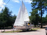 Catalina 22 with swing keel on trailer. Every thing is