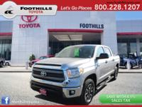 LOOKS AND DRIVES LIKE NEW! 2015 TOYOTA TUNDRA V8 4X4