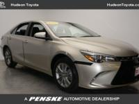 2017 Toyota Camry SE, CLEAN! SPORT FABRIC SOFTEX SEATS!