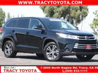 2018 Toyota Highlander LE GreyAWD, ABS brakes, Active