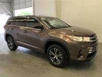 Toasted Walnut Pearl 2018 Toyota Highlander LE FWD
