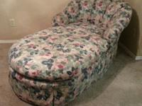 Great chaise / bed  In great condition  Legs are wood