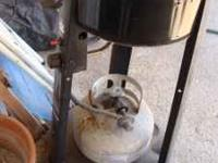 NICE GRILL IN VERY GOOD CONDITION THE PATIO CADDIE BY