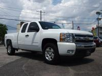 LOW LOW MILES !!! 5.3 LITER 8 CYLINDER - AUTOMATIC - 4