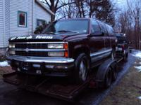 93 Suburban 4x4 parting out. It has a good