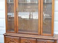 This vintage China Cabinet/Breakfront/ Huth is in great