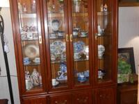 Great China cabinet, 3 glass shelves providing great