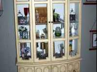 China Cabinet Country French Pickled Gold has inside
