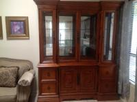 ABSOLUTELY BEAUTIFUL CHINA HUTCH! ____ SOLID TIMBER!