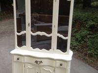 Dark Wood China Cabinet & Hutch w/Lighted Interior (G)