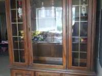 Beautiful wood China Close/Hutch with glass door and
