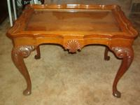 Excellent shape Table/Display with removable glass top.