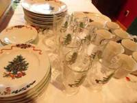 Very cute Christmas dishes. Eight dinner plates, eight