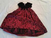 1st dress is a size 5, 2nd dress is 6. Just washed and