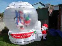 Igloo with rotating Christmas figures inside excellent