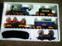 CHRISTMAS TRAIN SET EXCELLENT CONDITION can make a 5 ft