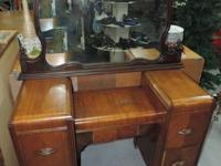 Classic Vanity Dresser Table with 4 Drawers - Wheels