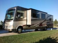 2010 CLASS A COACHMEN MIRADA 32' MOTORHOME. ONE OWNER.