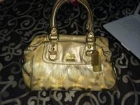 Excellent condition coach purse with wallet. Looking to