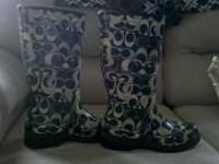 I am selling a pair of coach rainboots. Paisley size 7.