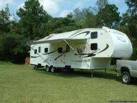 2007 Coachmen Fifth wheel with front bunk room with a