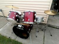 Today we have for you a Coda 5 Piece Red Drum Set! This