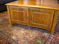 I'm offering a Beautiful Solid Oak Coffee Table, It has