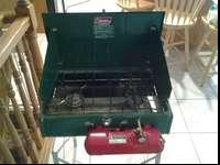 NICE COLEMAN 413G TWO BURNER CAMP STOVE WITH COLEMAN
