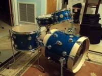 Up for sale collectors series drums dw 2009 blue