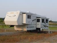 We are selling our 30 foot Jayco Designor Series fifth