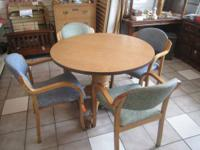 Commercial Grade Adjustable Round Table w/ 4 Chairs