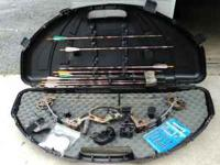 Hoyt USA XT 2000 Razortech Compound Bow with case and